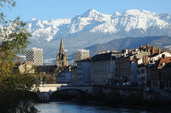Echange appartement grenoble france ref 7600 for Piscine grenoble