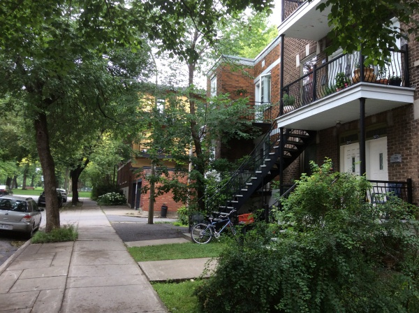 Echange appartement montr al plateau canada ref 8506 for Piscine 50m montreal